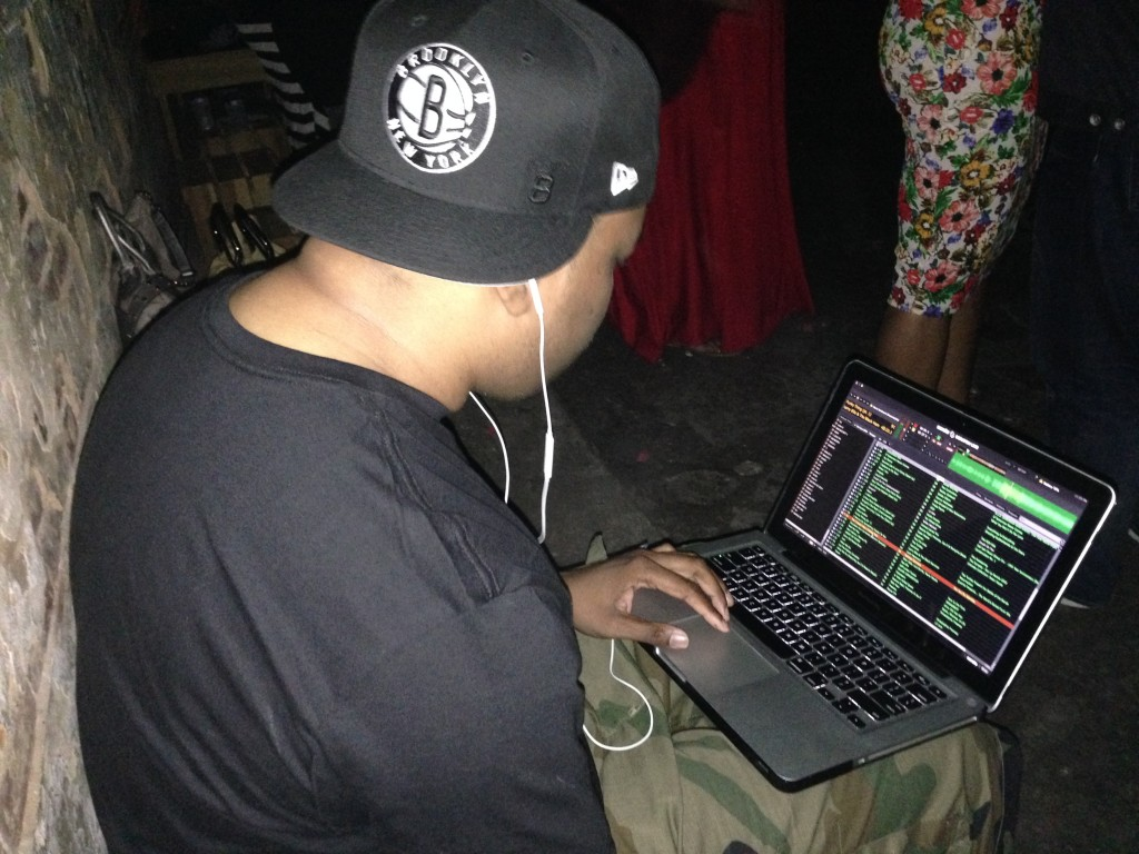 Picture of DJ Scratch on his Apple Laptop using Serato Setup